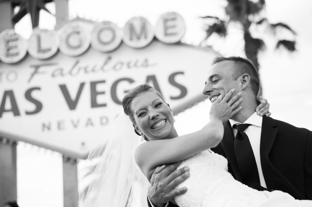 las vegas sign wedding